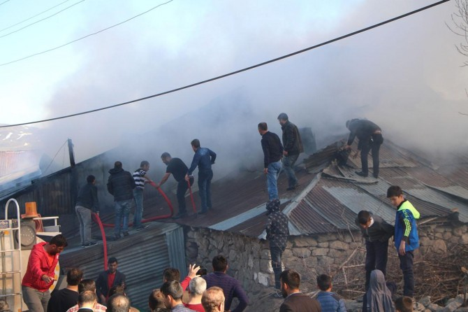 Karlıova'da hayvan barınağında yangın