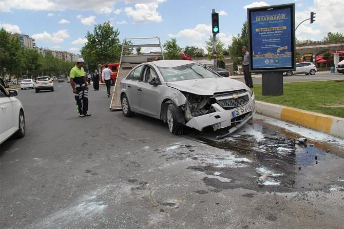 Diyarbakır Diclekent bulvarında trafik kazası: 5 yaralı