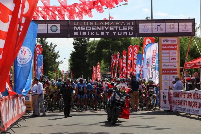 """""""Uluslararası Medeniyetler Bisiklet Turu""""nun son ayağı Diyarbakır'da yapıldı"""