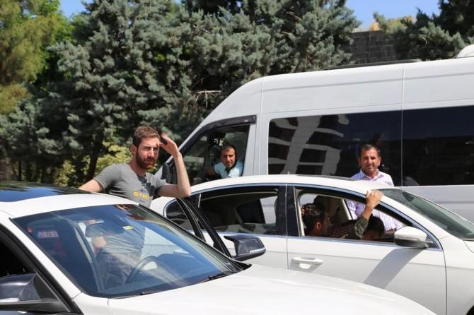 Diyarbakırlılar yolların kapatılmasına tepki gösterdi