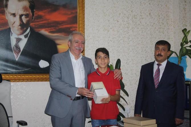 Miroğlu'ndan TEOG birincilerine kitap hediyesi foto