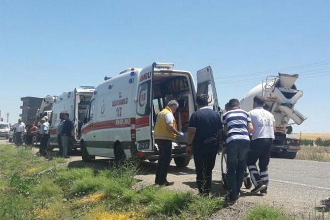 Diyarbakır'da trafik kazası: Bir ölü, 2 yaralı