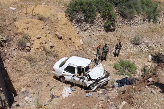 Otomobil şarampole uçtu: 2 ölü 3 yaralı