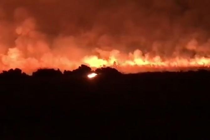 5 aracın küle döndüğü anız yangını söndürüldü