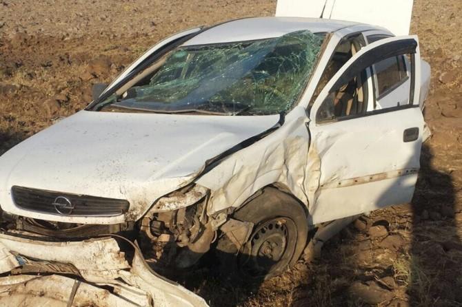 Diyarbakır-Viranşehir yolu Ovabağ yakınlarında otomobil takla attı: 1 yaralı
