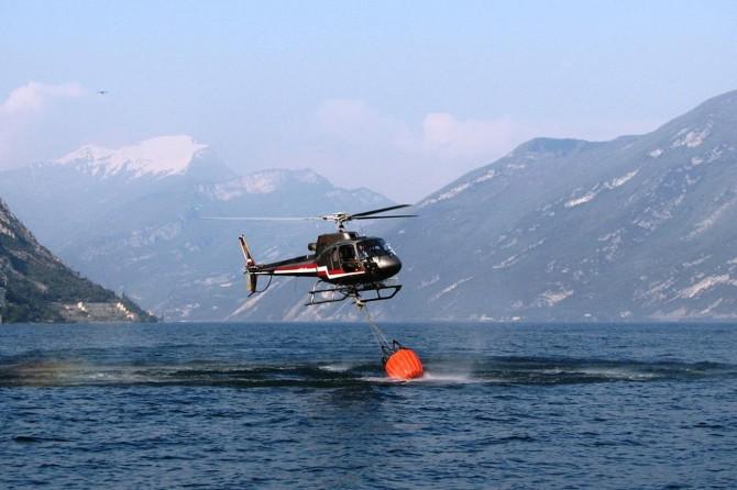 Yangın söndürme helikopteri baraja düştü