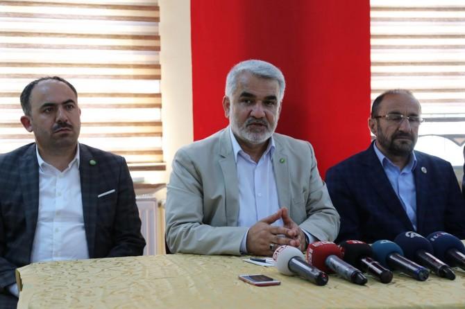 Yapıcıoğlu, Sivas'ta muhtarlarla bir araya geldi