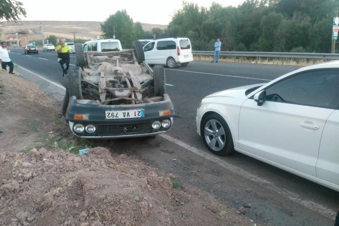Diyarbakır Çarıklı'da (Palukê) yaşanan kazada bir araç takla attı foto