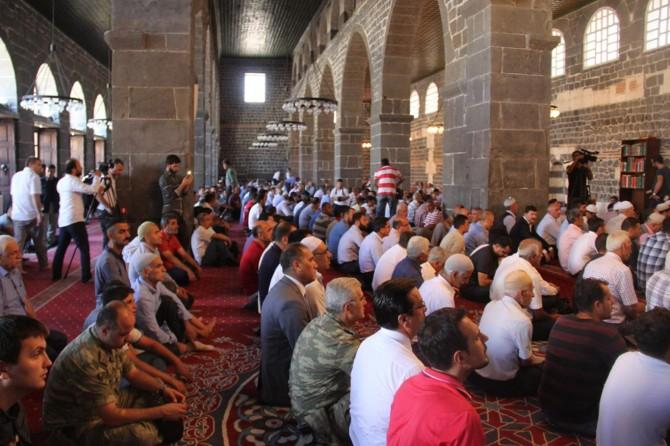 Diyarbakır'da 15 Temmuz şehitleri için mevlit okutuldu video foto