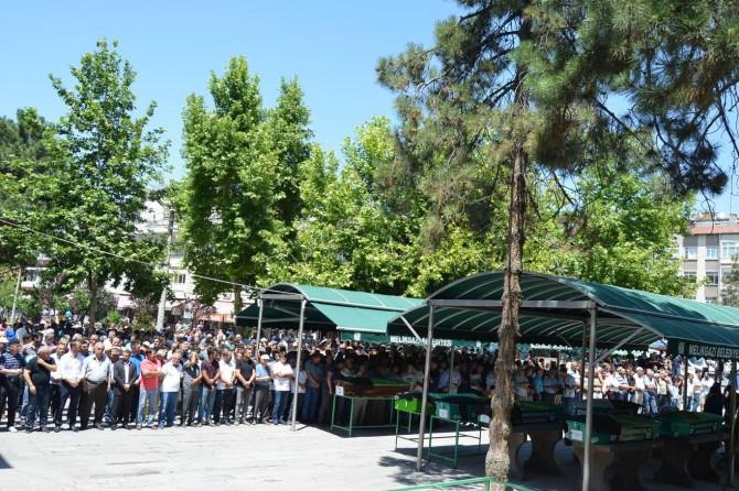 Suriyeli anne ve bebeği için Kayseri'de gıyabi cenaze namazı kılındı