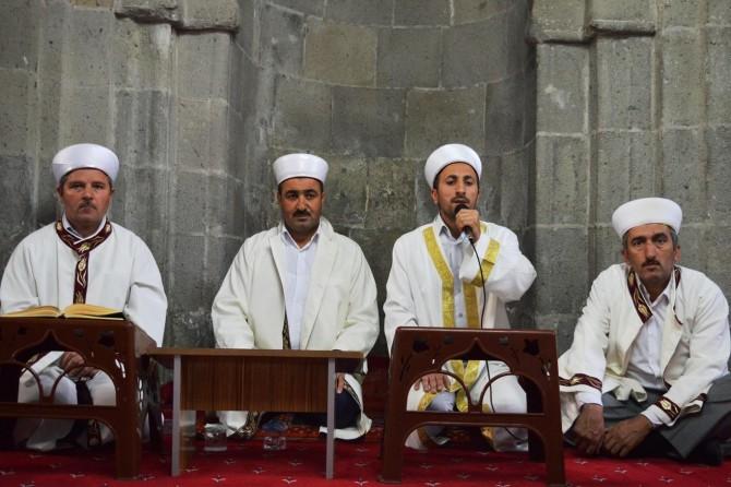 Bitlis'te 15 Temmuz şehitleri için okunan hatimler bağışlandı