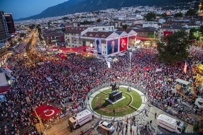 Bursalılar 15 Temmuz'un yıldönümünde birlik için yürüdü