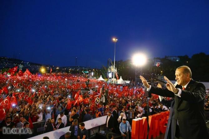 Serokkomar Erdogan: Milletê me wê şevê bi îmana xwe wan çekên herî modern mexlûb kir