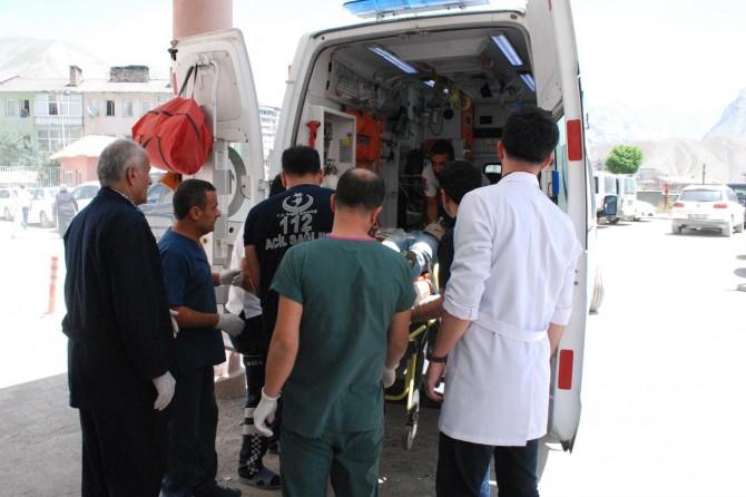 Hakkari Yüksekova'da askeri araca saldırı: 4'ü ağır 17 yaralı