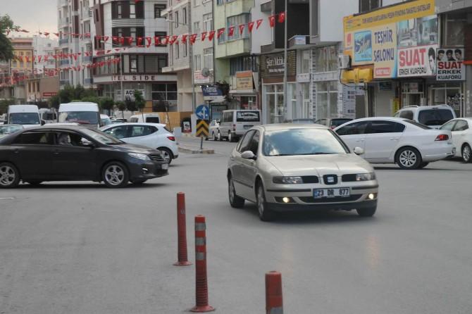 Van'da trafik ışıkları olmayan kavşak kazalara davetiye çıkarıyor