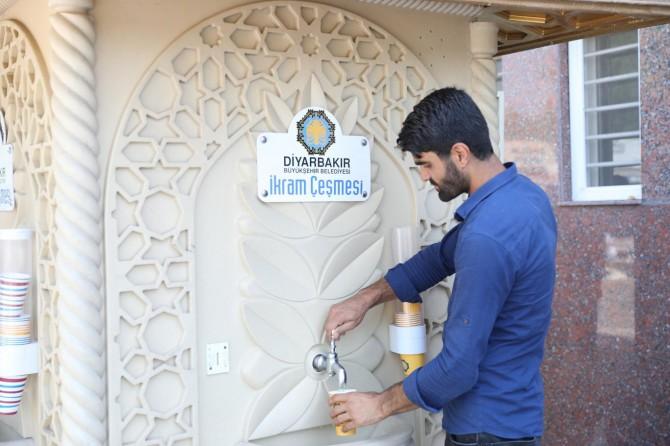 Diyarbakır'daki ikram çeşmesinden limonata akıyor foto