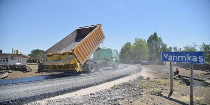 Çınar'ın kırsal mahalleleri Büyükşehir Belediyesi tarafından asfaltlanıyor