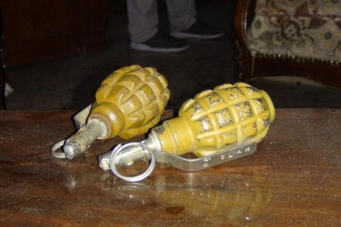Gaziantep'te bir evde 2 el bombası ele geçirildi