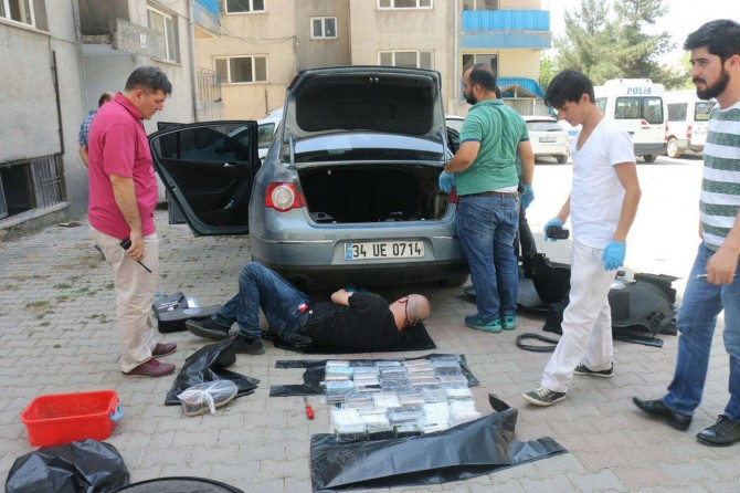 Eski kaçakçılık komiseri kaçakçılıktan yakalandı