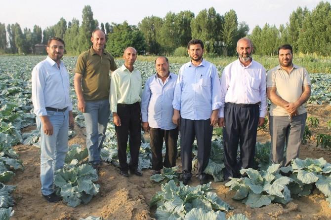 HÜDA PAR Muş teşkilatı çiftçileri tarlada ziyaret etti