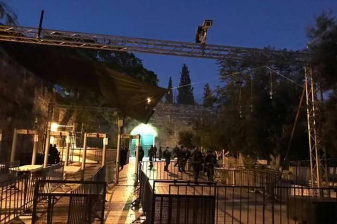 Siyonist işgalciler Mescid-i Aksa'nın kapısına kamera yerleştiriyor