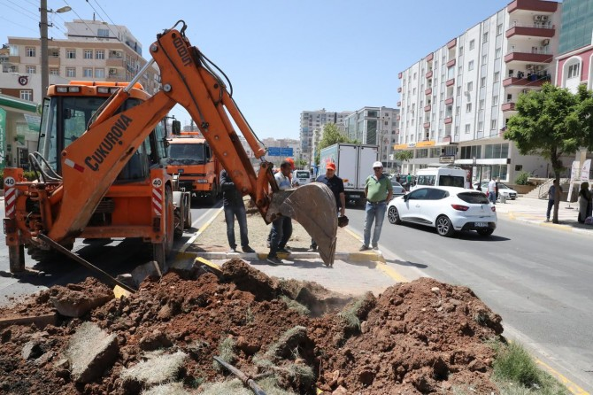 """Mardin'in ilk """"Battı Çıktı Kavşağı""""nda kazma vuruldu"""