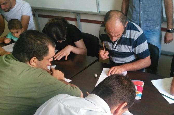 Diyarbakır Kayapınar Belediyesi engellilere okuma-yazma eğitimi verdi
