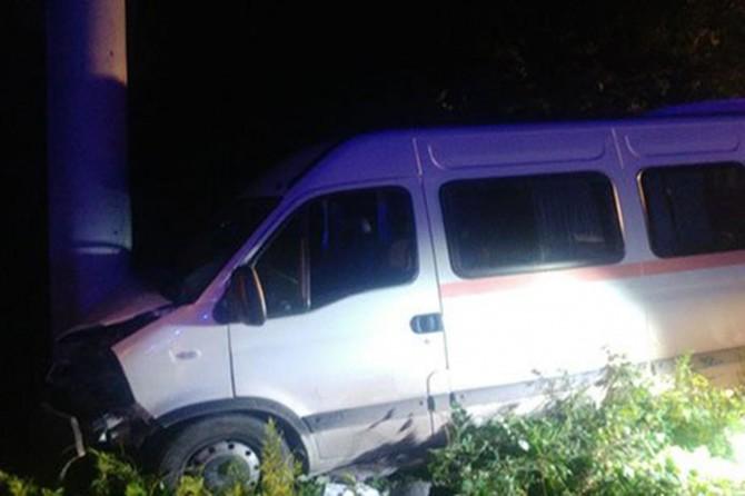Kocaeli Kartepe'de öğrencileri taşıyan minibüs kaza yaptı: 15 yaralı