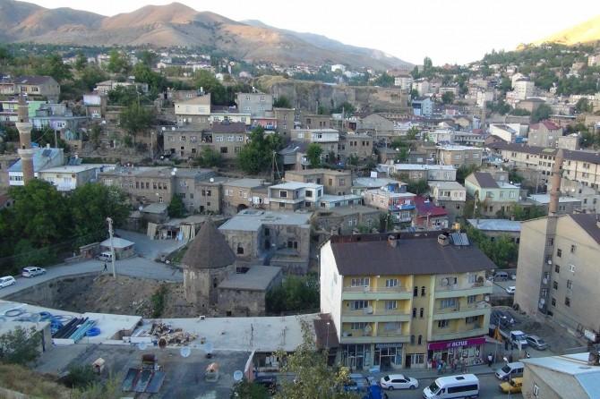 """""""Çarpık kentleşme nedeniyle Bitlis'in simgesi beş minare görünmüyor"""""""