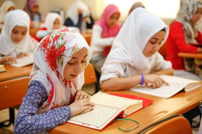 """""""Büyük bir aşkla Kur'an-ı Kerim'i öğreniyoruz"""""""