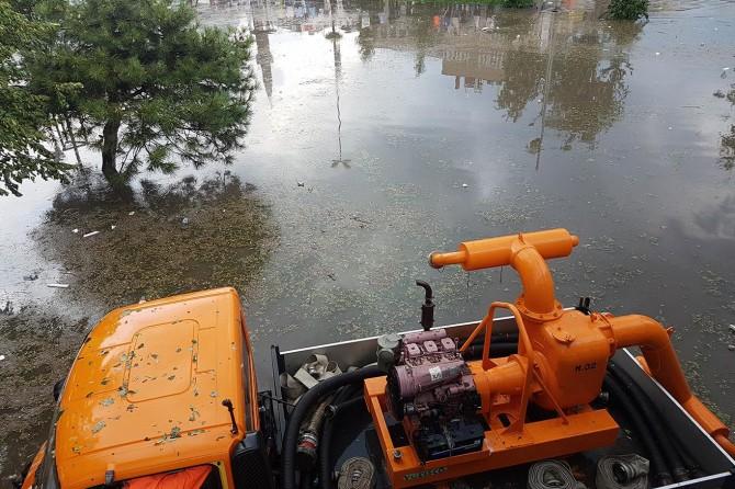 İstanbul'da şiddetli yağış ve fırtına hayatı olumsuz etkiledi