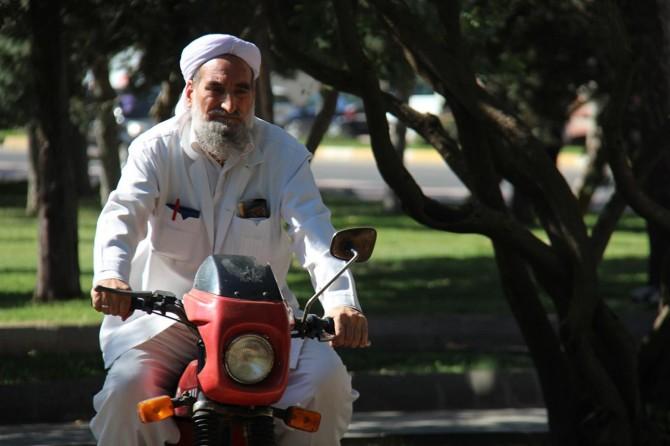 30 yıldır kullandığı motosikletiyle dostluğu görenleri şaşırtıyor