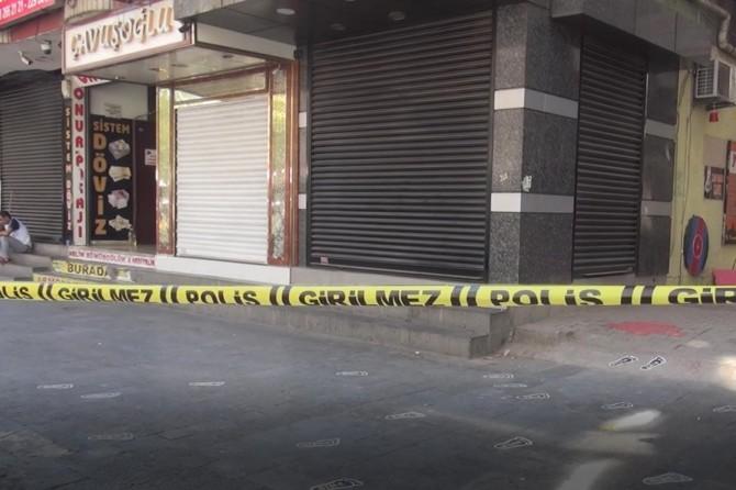 Diyarbakır Ekinciler Caddesinde silahlı esnaf kavgası: 3 yaralı