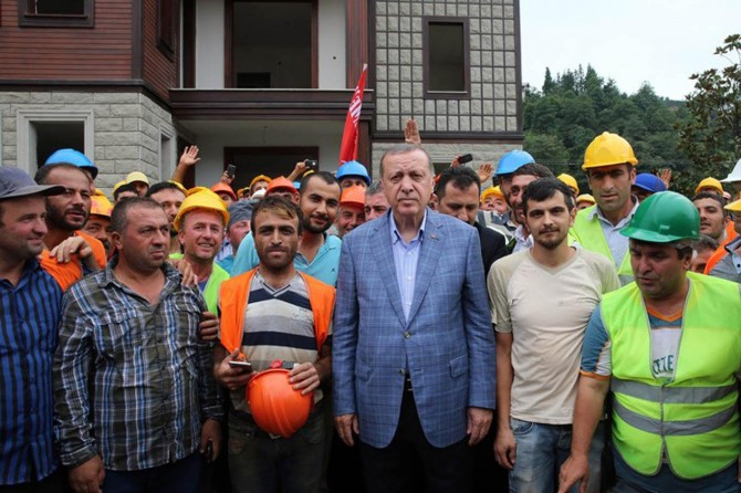 Erdoğan, Rize-Artvin Havalimanı şantiyesinde incelemelerde bulundu
