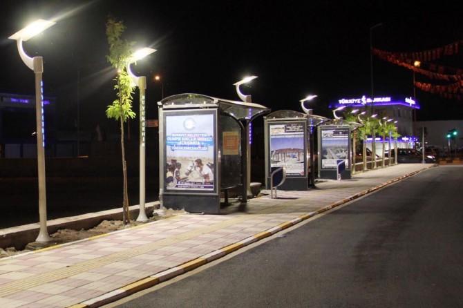 Van Büyükşehir Belediyesi otobüs duraklarını ışıklandırdı
