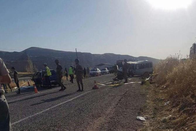 Batman Hasankeyf Karayolu'nda kaza: 1 ölü 12 yaralı