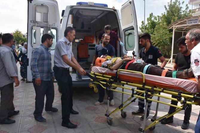 Adıyaman Kahta'da uçuruma yuvarlanan araçta sürücü ağır yaralandı