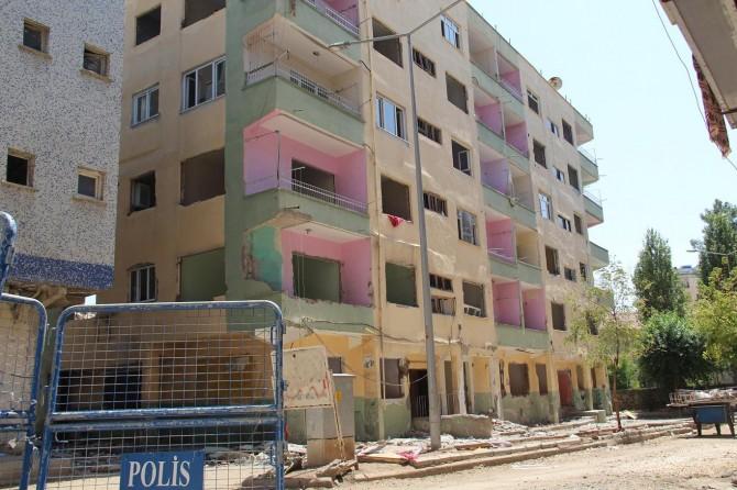 Diyarbakır'da yıkım tehlikesi yaşayan 3 apartman yıkılacak