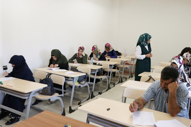 Gaziantep'te işitme engelliler umre ödüllü sınavda ter döktü