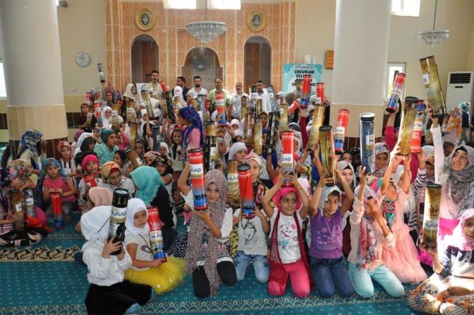 MÜSİAD'tan Kur'an-ı Kerim öğrenen yüzlerce çocuğa hediye