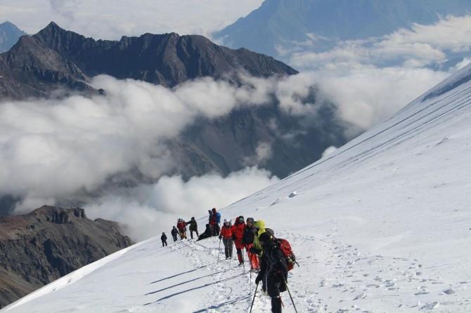 Hakkarili dağcılar Gürcistan'da Kazbek Dağı'na tırmandı