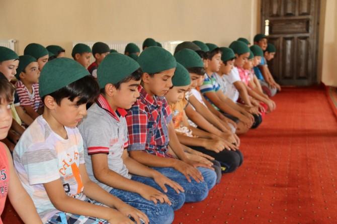 Ergani'de çocuklara namaz eğitimi verildi