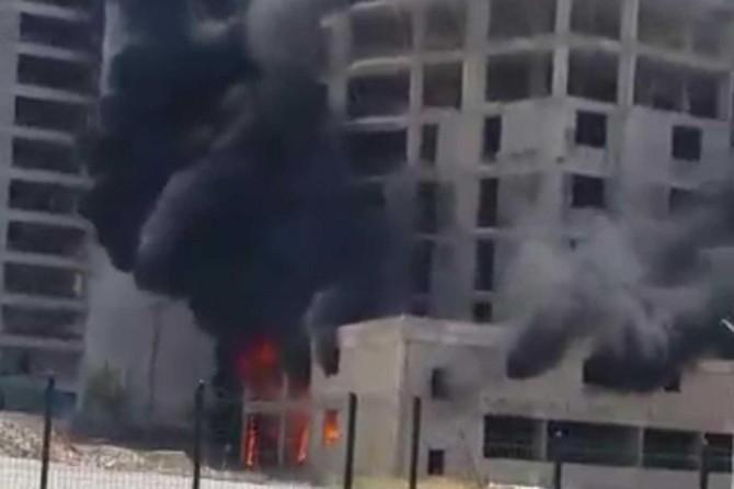 İnşaatta çıkan yangında 3 işçi mahsur kaldı