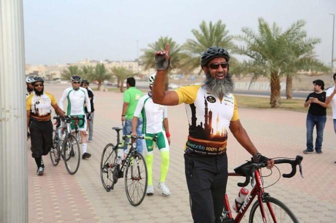 İngiltere'den Medine'ye bisikletle geldiler