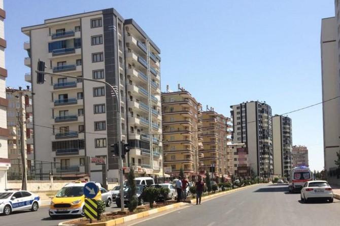 Diyarbakır'da  intihara kalkışan şahıs ikna için gelen annesini silahla kovaladı