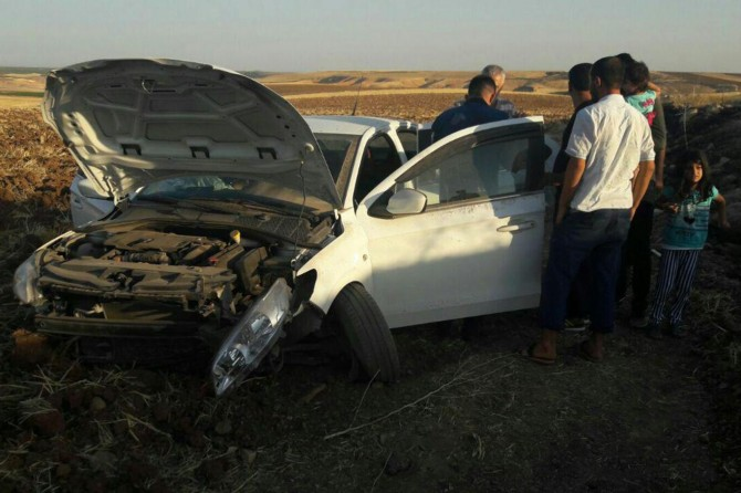 Çınar'da otomobil şarampole yuvarlandı: 5 yaralı
