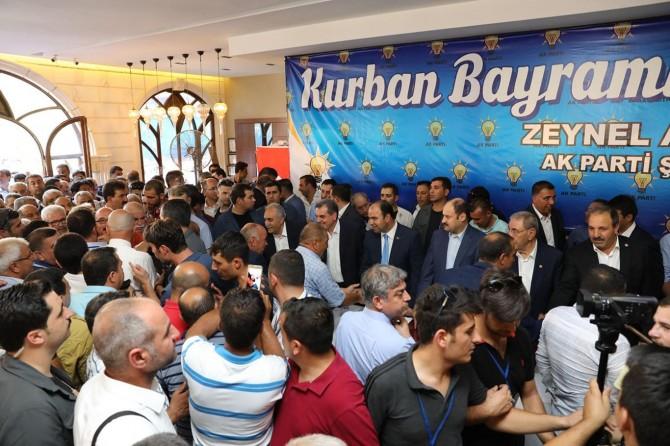 Bakan Ahmet Eşref Fakıbaba hemşerileriyle bayramlaştı