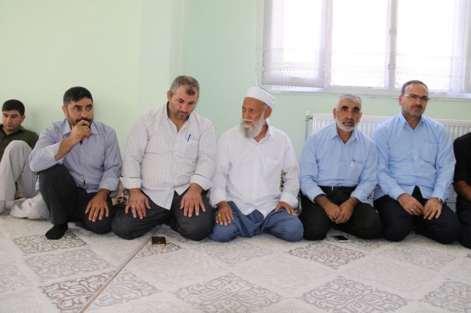 Müslümanlar mezhep ve meşrep taassuplarını bir kenara atmalı