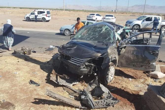 Mardin'in Derik Üçyol mevkiinde kaza: 1 ölü 5 yaralı