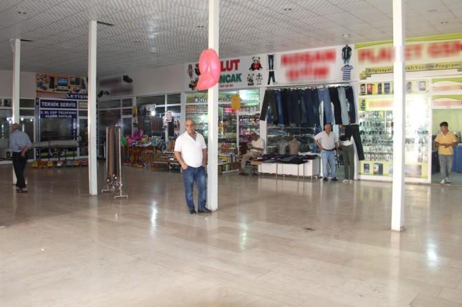 Pazar yeri boşaltılmak istenen Sur esnafı belediyeye tepkili